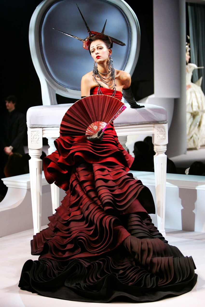 Estremamente christian-dior-spring-2007-haute-couture by Galliano - Kafkaesque XS55