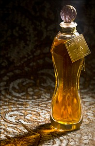 Euphorisme d'Opium in pure parfum and in an antique bottle. Source: DSH Parfums website.