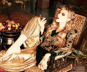 Photo: Ellen von Unwerth for Vogue Turkey, December 2010. Source: http://blog.netrobe.com