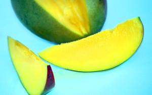 Green mango via alegriphotos.com