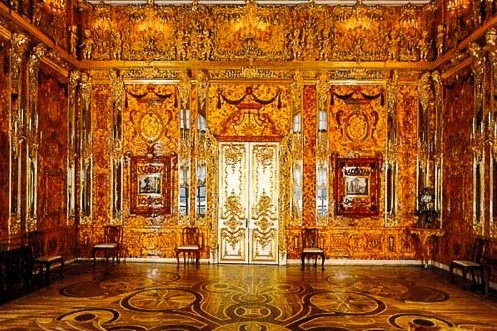 """The tsars' famous """"Amber Room,"""" St. Petersburg. Photo: Anna or """"I Love Travel,"""" ITravelSPB, on Twitter. (Direct website link embedded within.) [Photo lightly cropped by me.]"""